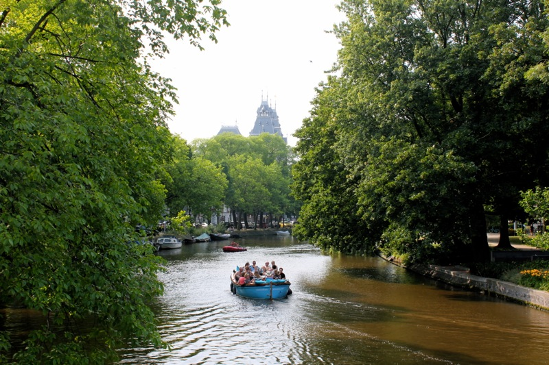 De_pijp_canals_boat_amsterdam
