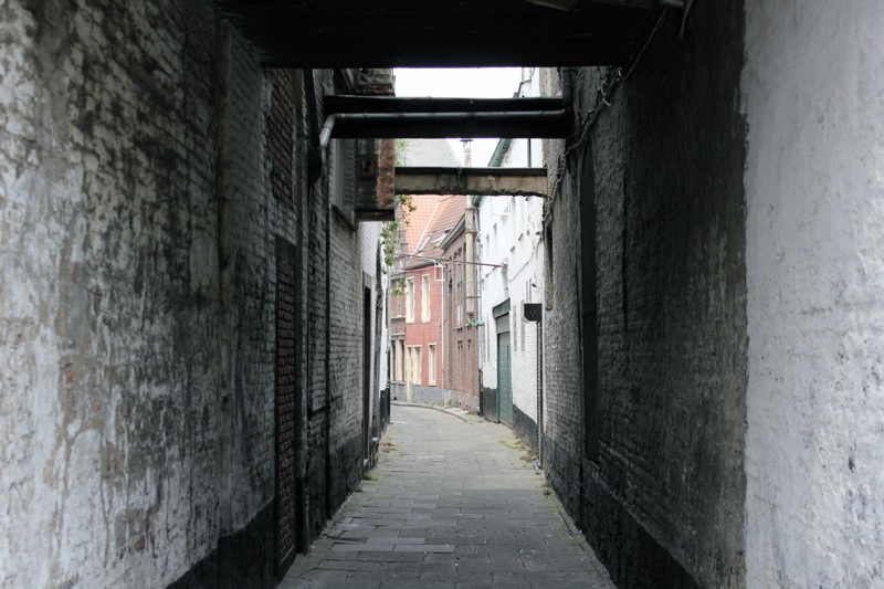 narrow_street_gent
