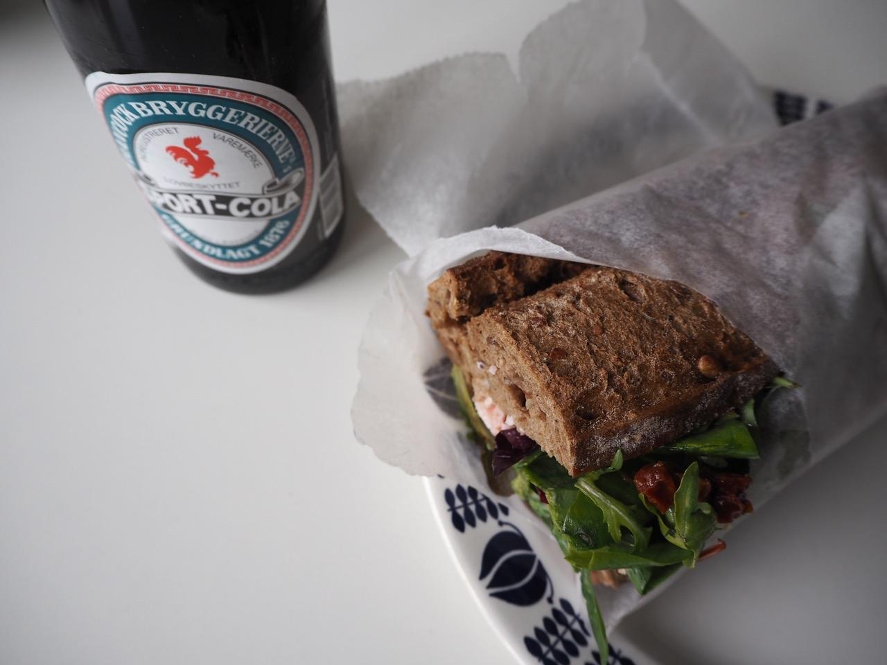 Hjemmelavet_sandwich_sportcola